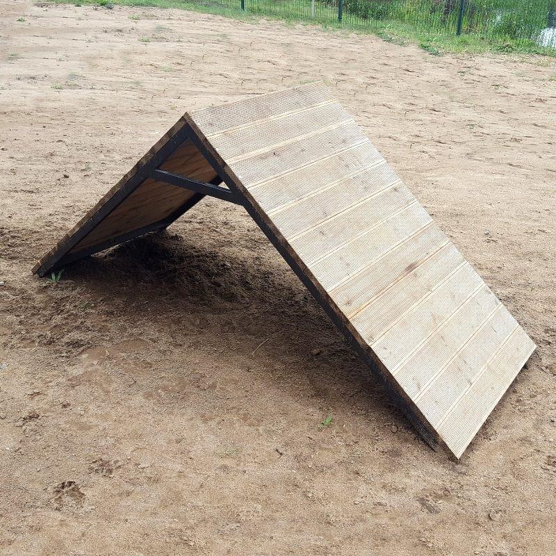Piramidė šunų dresavimo aikštelei